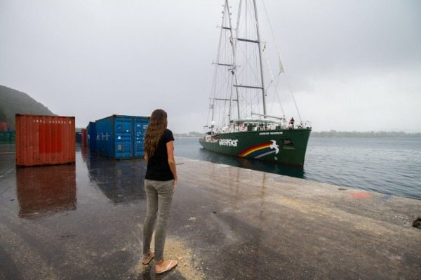 The Rainbow Warrior arrives in Tanna Island
