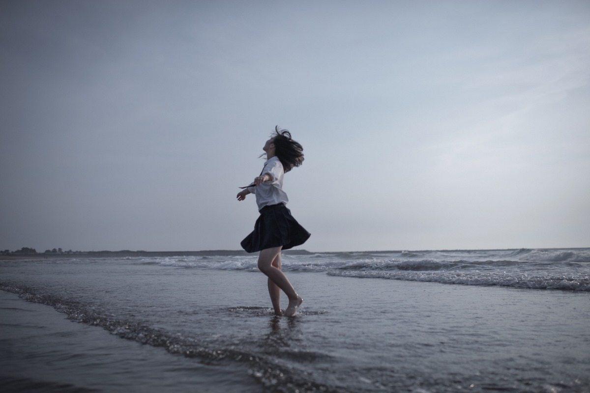 Dancing on the shore ~ Yopi CC BY-SA 4.0