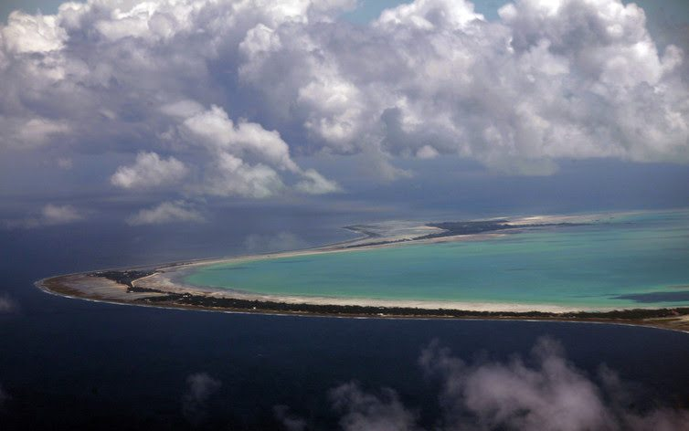 The low-lying islands that make up Pacific nations such as Kiribati face an existential threat from warming beyond 1.5°C. David Gray/Reuters