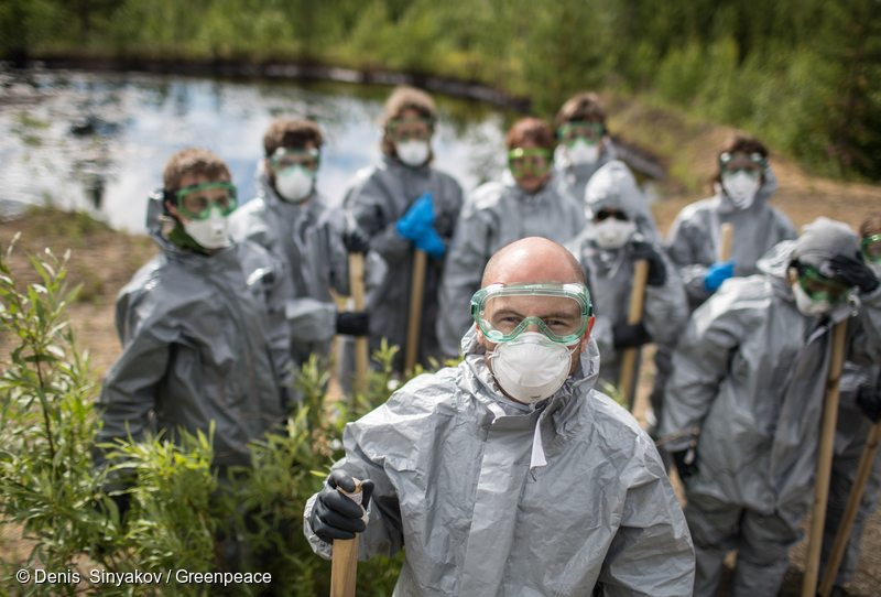 Greenpeace volunteers clean up oil spill outside Usinsk in Komi Republic. An international group of Greenpeace experts and volunteers together with partner organization Save the Pechora Committee will patrol the region of Komi Republic (Russia) to find and map numerous oil spills, clean up an oil-contaminated area, and collect case studies and experiences from the local population, bearing witness to the huge scale of the problem.