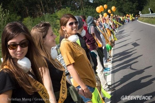 From Poland to Germany a human chain