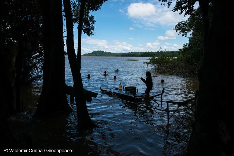 Munduruku in Tapajós River in the Amazon RainforestMunduruku no Rio Tapajós