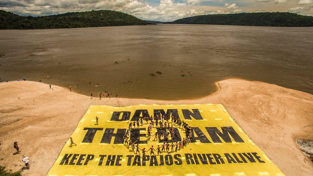 Greenpeace Joins the Munduruku to Protest Damming of Tapajos RiverMunduruku protestam contra hidrelétricas no Rio Tapajós