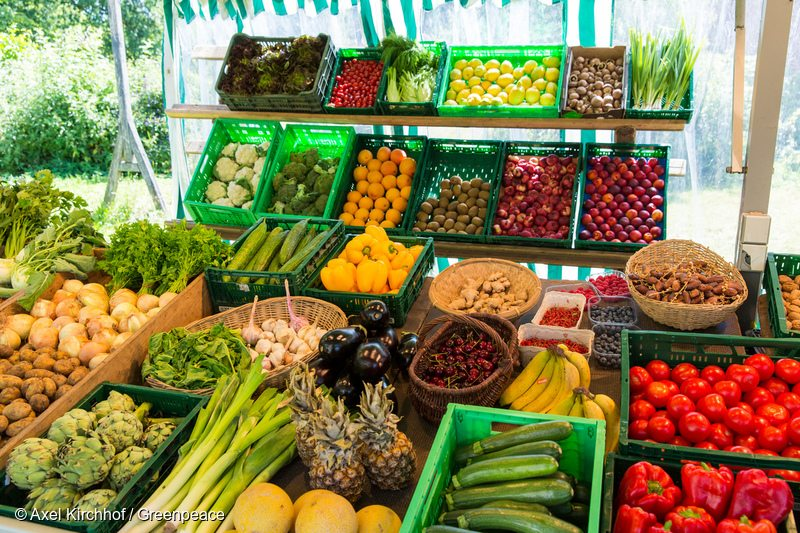 Vegetables and Fruit in GermanyMarktstand mit Vielfalt an Obst und Gemuese