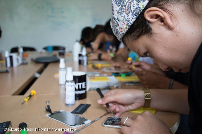 Smartphone Repair Workshop at Greenpeace Mexico