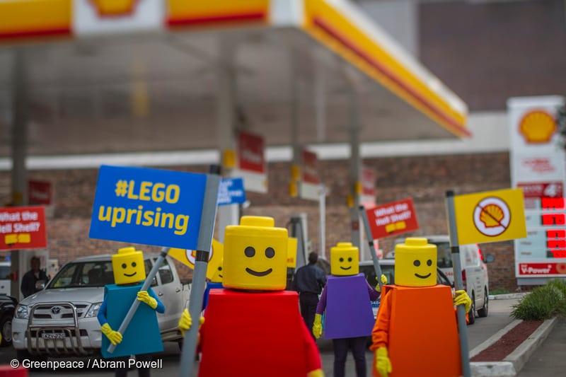 LEGO Figures Blockade Shell Service Station in Sydney. 07/24/2014 © Greenpeace / Abram Powell
