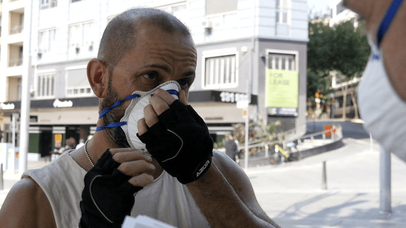 Greenpeace volunteers in the Sydney CBD handed out dust masks as the air quality index soared to levels 10-25 times higher than World Health Organisation guidelines.